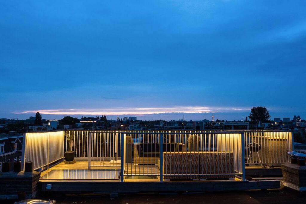 Manuell taklucka på terrassen i Amsterdam