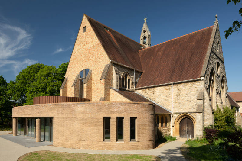 Adrian James Architects ombads designa en utbyggnad av St. Michaels and All Angels Church i norra Oxford