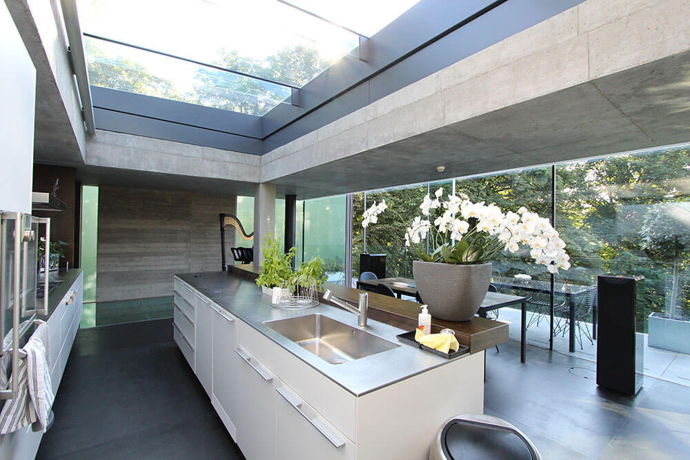 The Glass House Sliding Roof For An Open Kitchen